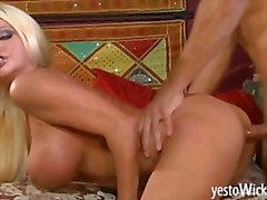 Grande estrella porno rubia de roto de Nikita de Von de James jodido e facialized