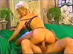 Seksi kızgın fransizca olgun anal Yumruk kullanımı deldirme