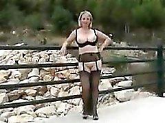 Русый Masturbating на природе Мама