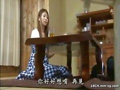 Jovem dona de casa japonesa sacanagem faz amor com seu marido bonitão