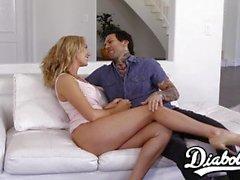 Große Brüste Brett Rossi schlug sinnlich, bevor sie Sperma gespritzt
