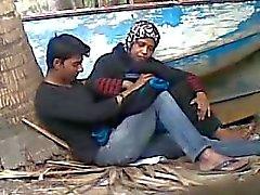 Tia de bangladeshi com amante novo