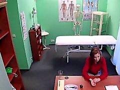 estudiante Redhead Euro folla médico en el hospital falsa