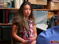 LP-Offizier verführt Teen Ladendiebe