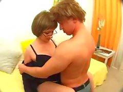Hot midget sex from an amateur couple, Vella the wife pushes put a creampie