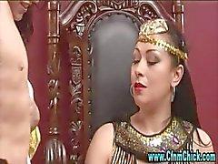 Cfnm Egyptin kuningatar narttu ja hänen palvelijansa tytöt
