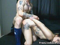 Wild Tattooed pari Kuumat Sex Kohtausvalikko Toiminta