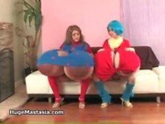 Kåta tjejer Vanessa och Rina spelar
