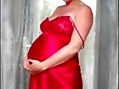 Gravid blondin Veronica gör en långsam striptease visar gupp