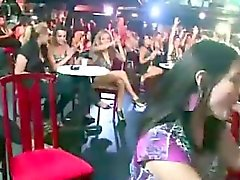 Bambine real CFNM aspirare stripping cock al party