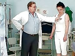 Mogna Helena perverterad hårig fitta undersökning