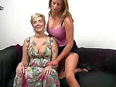 Lésbicas britânica Holly e Mandy Fisting buceta