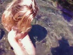 Mokra małolata bez litości pierdolona w szparke