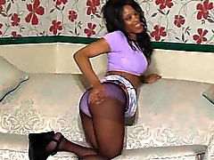 Inglesi Ebony Kiki
