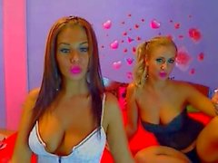 Webcam Lesbians Smoking and Fisting