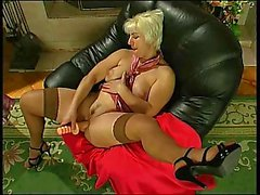 Penny & Alice amusing with dildo