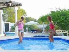 geweldig zwembad masturbatie van vrienden