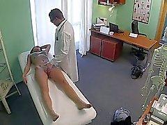 Потрясающий полюса танцовщица ебется врачом на поддельных больнице