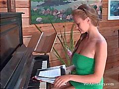 Claire G onhyvä pianisti