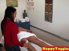 handjob di massaggi asiatici preso piede hiddencam