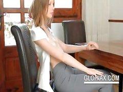 Подростков солнышко Gloria дразнить сосков в макро