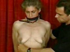 Slave hogtied in haar slipje