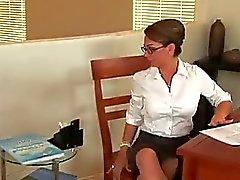 Iİçilmeyen seksi sekreter bürosunda çılgın çuvalladı