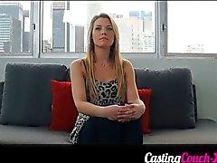 Zoet en mollige blonde bij haar eerste casting