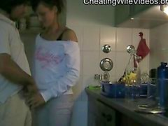Kiimainen Huijaaminen Vaimo vittuile rakastajakeittiö ja Swallow cum