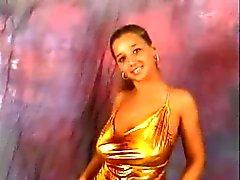 Modèle avec des seins énormes rebondissent dance compilation