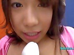 Азиатские девушки Fingered выебанная с вибратора Squirting О Пол в Roo