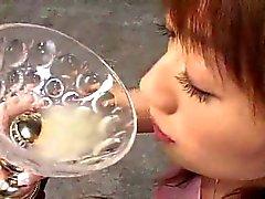 Asyalı kız camdan cum içen