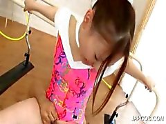 Gymnast asiatique sexy reprend fellation