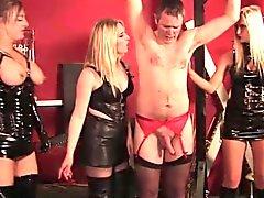 Brittisk matmor trioen att prygla en vekling slav-