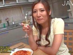Joven japonesa obtiene Despojado After Dinner