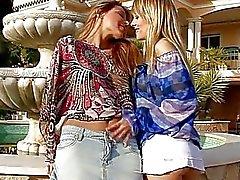 Gençlere olduğu yerinden lezbiyen eğlenceli
