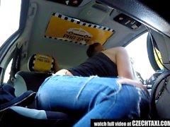 Unbelievable Reality - Strangers Voyeurs Regarder la voiture TAXI tchèque en action