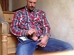 Komean isän nykiminen pois ja syö omaa siittiöiden