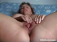 Mulher madura dedilhado se