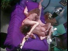 Reizvoller Brunette Gina Aktien einen Riesenschwanz bei vollbusige brunette