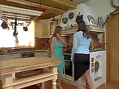 Натюрель лесбиянок во кухню