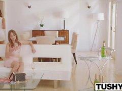 Tushy Riley Reid e Adriana Chechik a bocca aperta anali