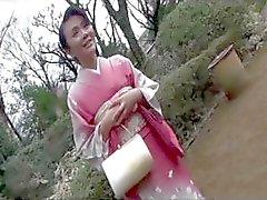 40 yo Mayumi Takahashi horoz yiyor ve ilk kez bir eşek lanet alır
