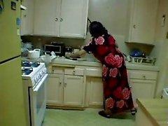 Big durchgelegen haarige Großmutter