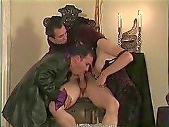 Goujon chaud se sucer la queue par nana et les mec dans présidente puis baises