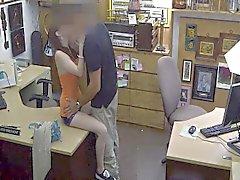 Propriétaire du magasin de la Sociétés offrant comptabilise caché deal de webcams
