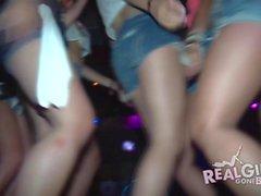 Los adolescentes reales se desnudan