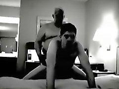 Дедушкой трахать в гостиничном номере