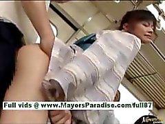 Haruna Ayase hete Japanse slet in de bus wordt hard geneukt