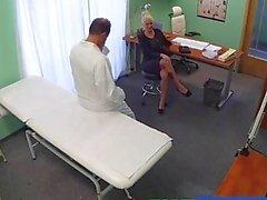 FakeHospital Dirty médico fode busty loira pornô estrela